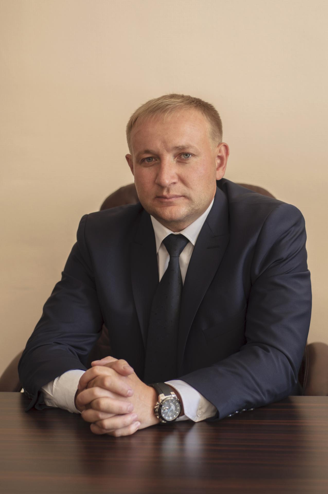 Руководителем коллегии является Белаш Сергей Владимирович (стаж адвоката 15 лет)